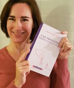 """Céline Monchoux avec """"une princesse perdue dans la nuit"""" dans les mains."""